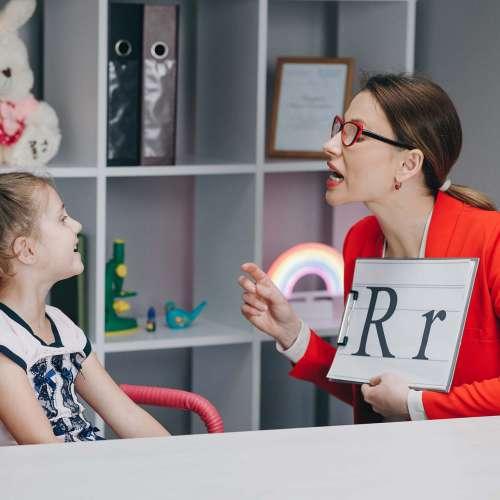 Clinicas Medfyr - Nuestro Blog - Logopedas: la importancia de la comunicación y el lenguaje.